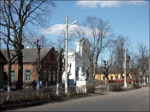- Catholic church of the Assumption of the Blessed Virgin Mary. View from the street