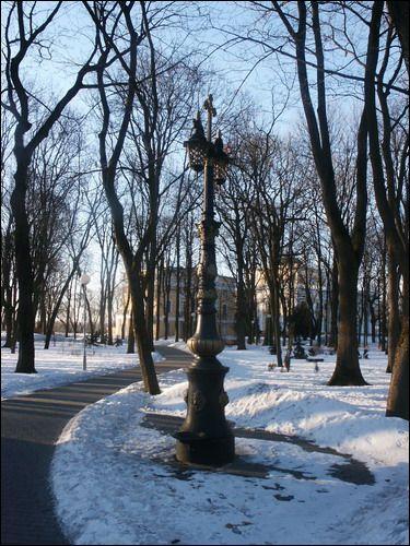 - Палацава-паркавы ансамбль Румянцавых-Паскевічаў. У парку зімой
