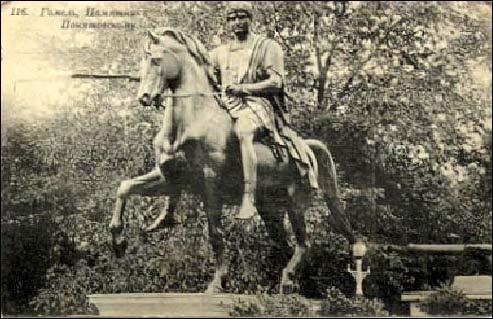 - Горад на старых фотаздымках . Помнік Панятоўскаму (аўтар Торвальдсэн). Вывезены ў Польшчу ў 1920-я гг.
