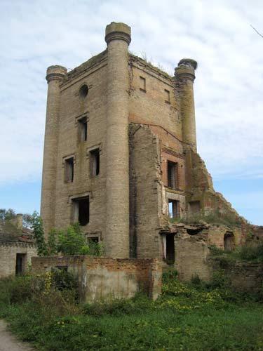 - Dwór Jastrzębskich. Ruiny gorzelni