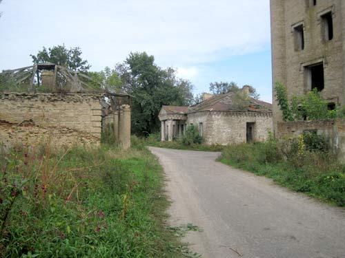- Dwór Jastrzębskich. Fragment zabudowy dworskiej