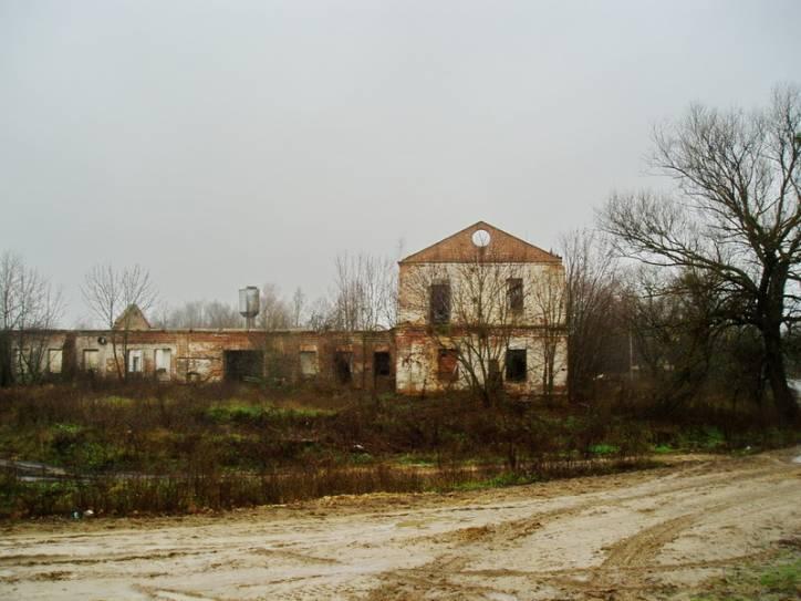 - Вінакурня . Разбураны будынак былой вінакурні ў Суткаве