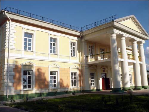 - Палацава-паркавы ансамбль Рудзяеўскіх. Галоўны фасад пасля рэканструкцыi. Лiпень 2008