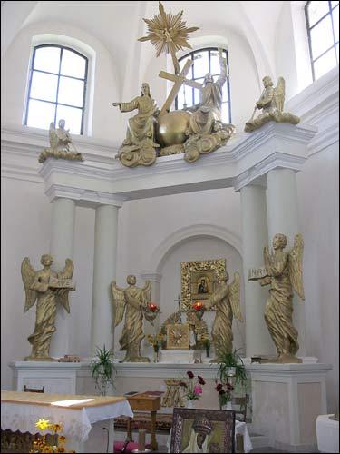 - Касцёл Святога Міхала Арханёла і кляштар цыстэрцыянак. Галоўны алтар