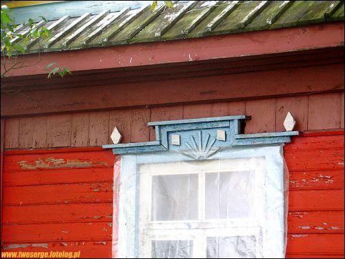 - We wsi . Fragment domu w zachodniej części wsi Choromce