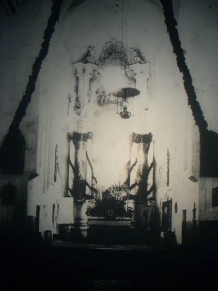 - Касцёл Святых апосталаў Пятра й Паўла і манастыр базыльянаў. Iнтэр`ер касцёла