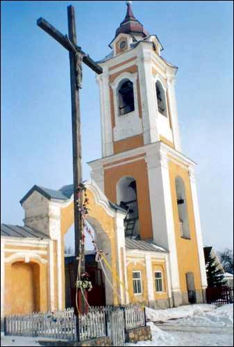 - Касцёл Святых апосталаў Пятра й Паўла і манастыр базыльянаў. Званіца