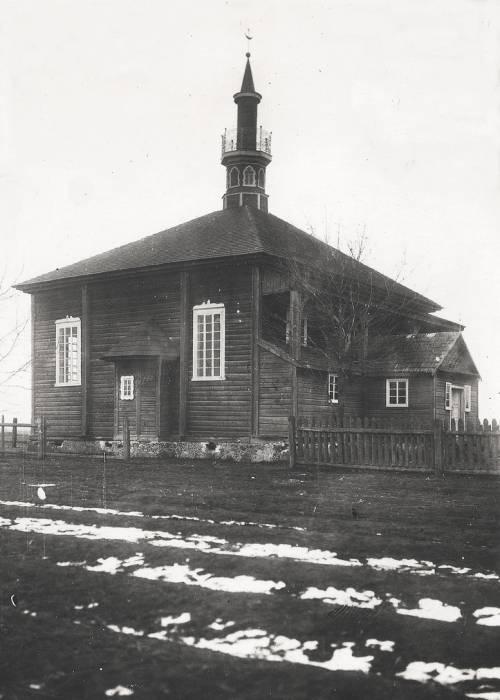 - Мечеть .