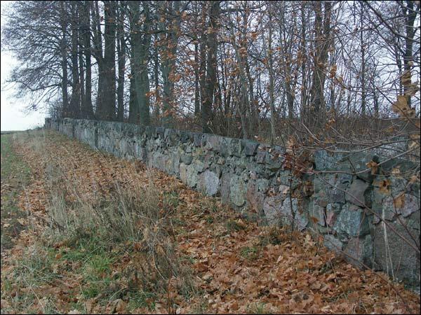 -  Брама царкоўная. Фрагмент мураванай агароджы вакол царквы (фота 11.2005)