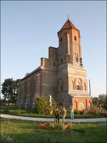 - Catholic church of St. Michael the Archangel. Exterior
