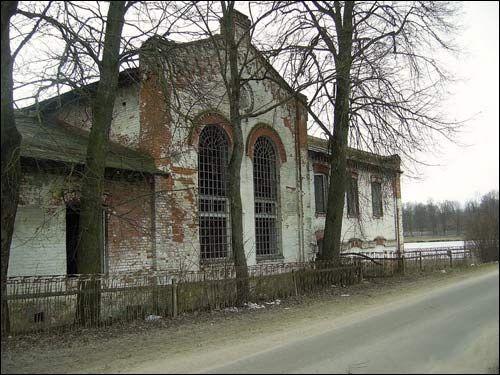 - Дворцово-парковый ансамбль Святополк-Четвертинских.