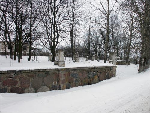 - Палац Радзівілаў. Фрагмент мураванай тэрасы перад палацам