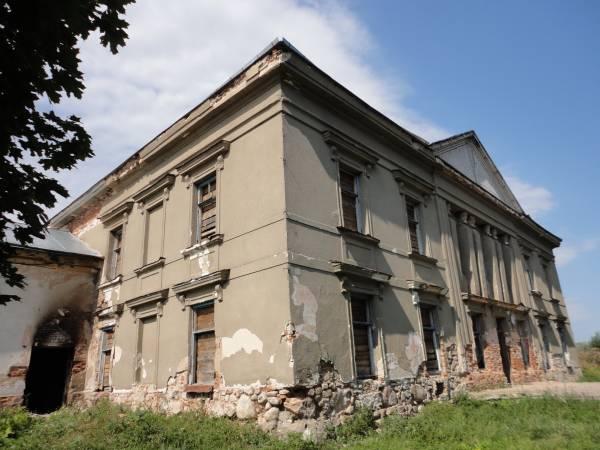 - Палац Радзівілаў. Цэнтральны корпус палаца