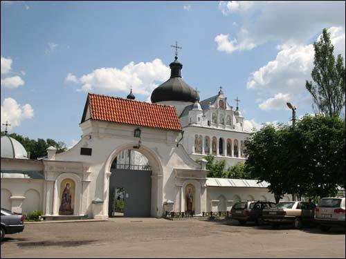 - Манастыр Святога Мікалая. Царква Сьв. Мікалая, галоўны фасад (09.06.2007)