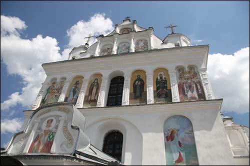 - Манастыр Святога Мікалая. Галоўны фасад, фрагмент (09.06.2007)