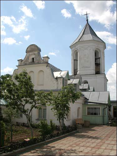 - Манастыр Святога Мікалая. Гаспадарчы будынак і званіца (09.06.2007)