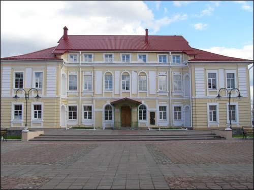 -  Архірэйскі двор. Палац, галоўны фасад