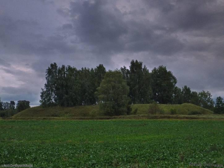 -  Валы былога замка Хадкевічаў.