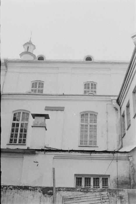 - Царква Святога Духа і былы кляштар бэрнардынак. Выгляд з боку дворыка.