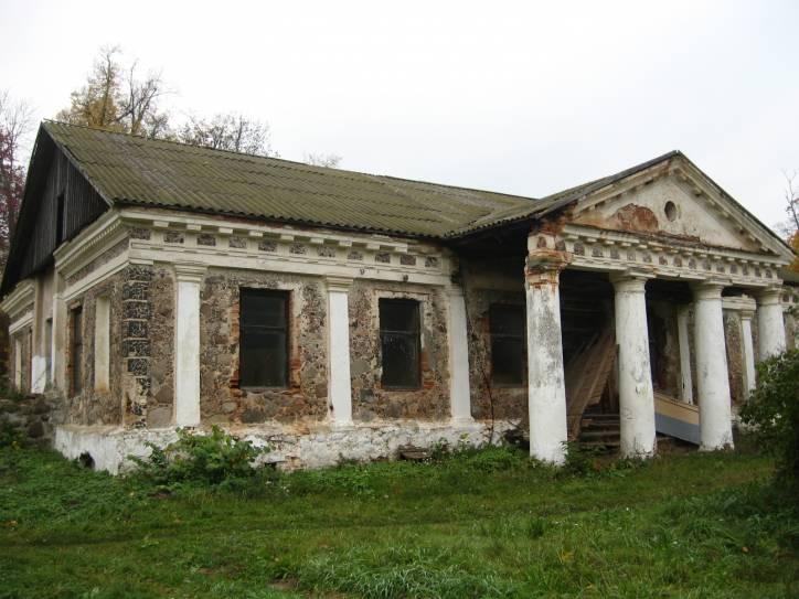 - Сядзібна-паркавы ансамбль Завішаў.