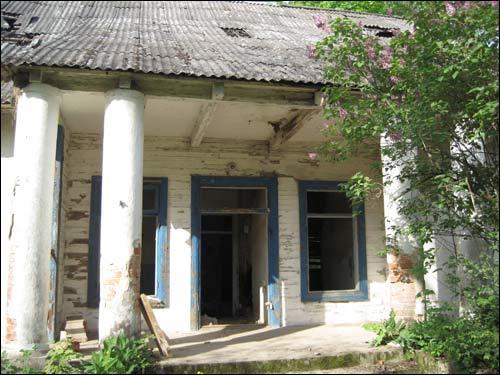 - Сядзібна-паркавы ансамбль . Паўднёвы фасад, ганак (фота 11.05.2010)