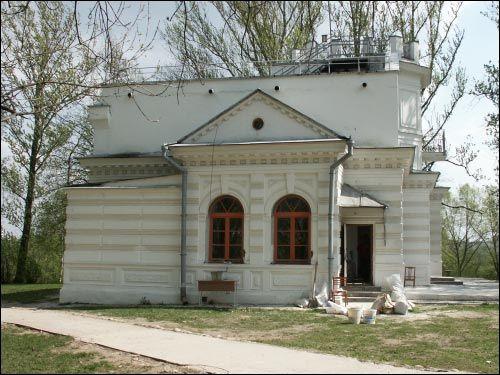- Сядзіба Ададурава. Бакавы фасад