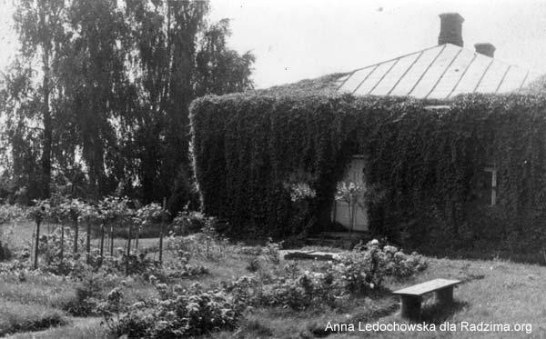 - Сядзіба Вайніловічаў. Сядзібны дом Вайніловічаў у Кунцаўшчыне. Выгляд з боку сада