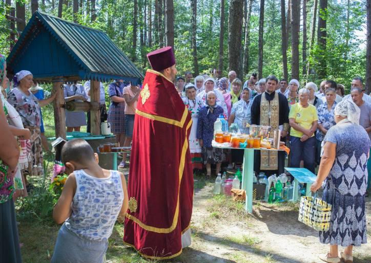 - В деревне . Освещение воды и мёда на Маковея (Медовый спас) у Святого колодца в 2018г.