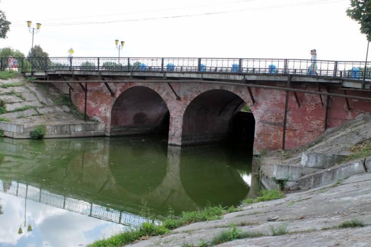 - Вуліцы гораду . Мост-дамба, пабудаваны для запалкавай фабрыкі
