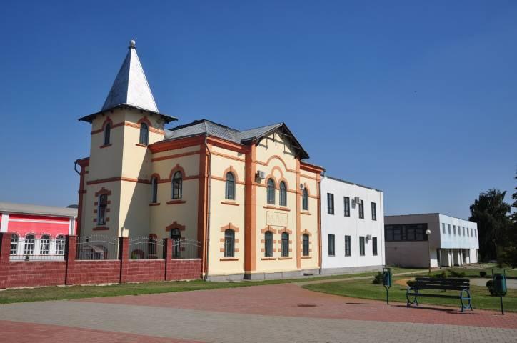 -  Папяровая фабрыка. Стары адміністрацыйны будынак папяровай фабрыкі ў Шклове