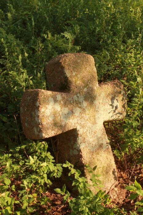 -  Каменные кресты.