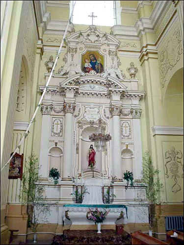 - Касцёл Імя Панны Марыі. Бакавы алтар з фігурай Ісуса Хрыста.