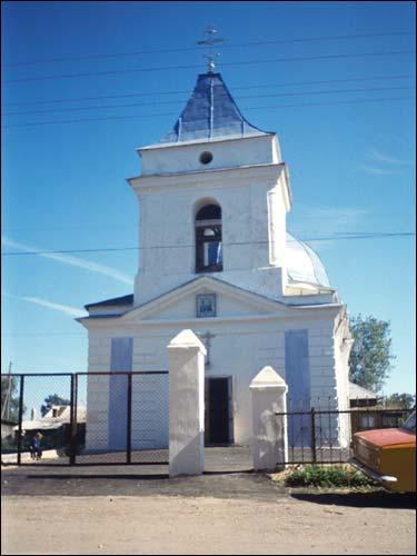 - Царква Святой Тройцы. Галоўны фасад (пач. 1990-х)