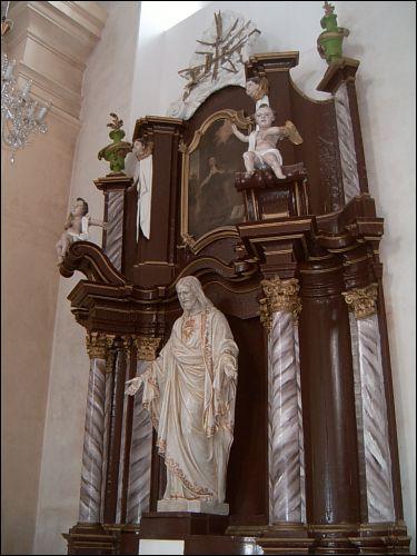 - Касцёл Святой Тройцы. Правы алтар святыні