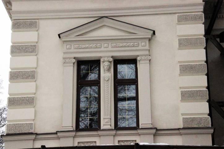- Сядзібна-паркавы ансамбль Бішэўскіх. Фрагмент адрэстаўраванага палаца.