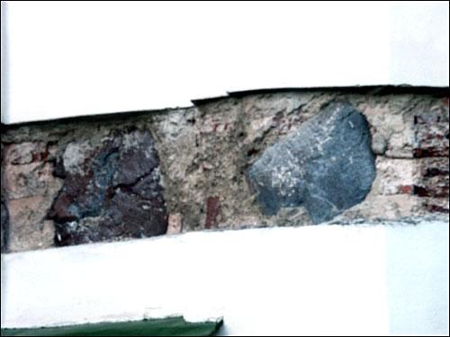 - Царква Святой Сафіі. Усходняя капліца. Фрагмент муроўкі апсіды XIX ст.