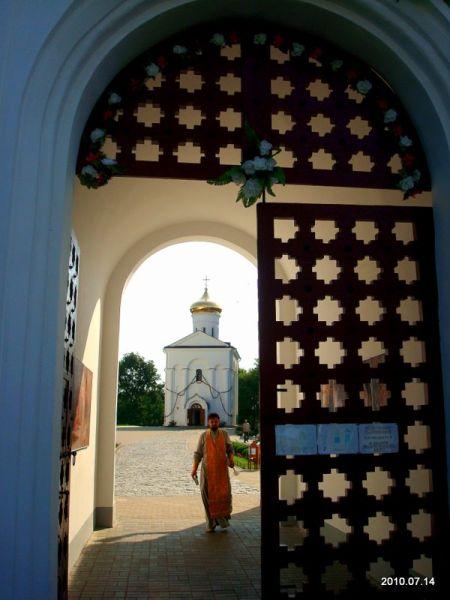 - Монастырь Спасо-Ефросиньевский. Монастырские ворота