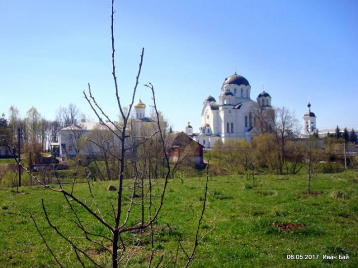 - Монастырь Спасо-Ефросиньевский. Вид на монастырь с северной стороны