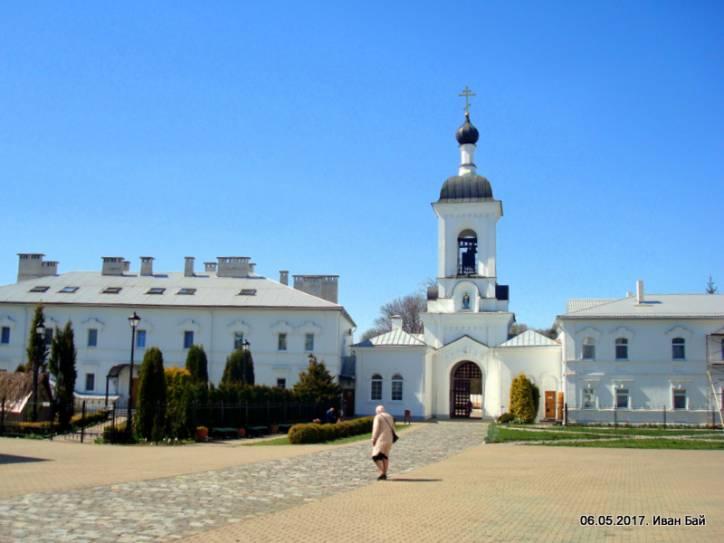 - Монастырь Спасо-Ефросиньевский. Ворота и колокольня монастыря