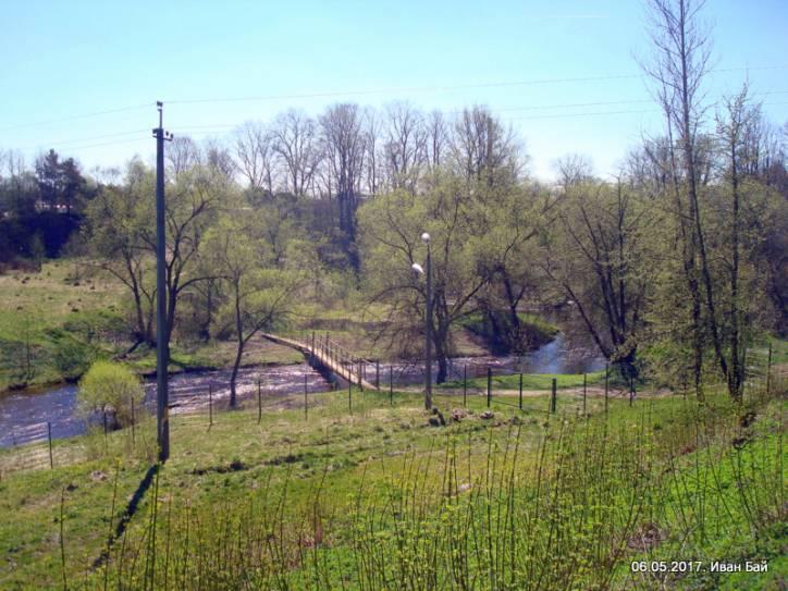 - Монастырь Спасо-Ефросиньевский. Река Полота и мостик около монастыря