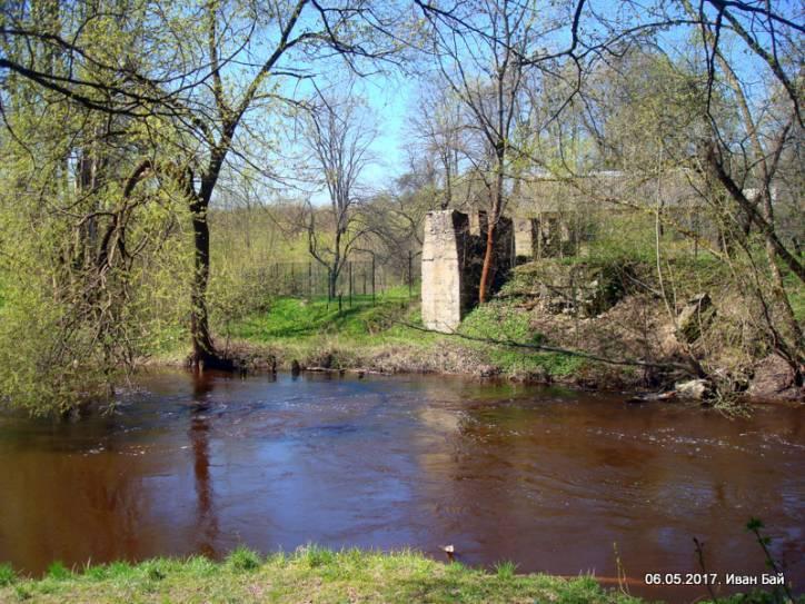 - Монастырь Спасо-Ефросиньевский. Развалины мельницы около монастыря
