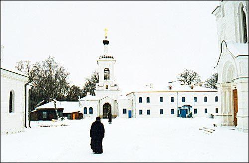- Манастыр Спаса-Эўфрасіннеўскі. Брама-званіца і жылы корпус (1990-я)