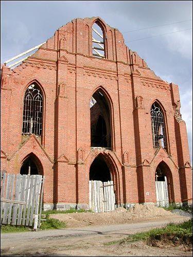 - Касцёл Святога Лаўрэнція. Галоўны фасад (08.2002)