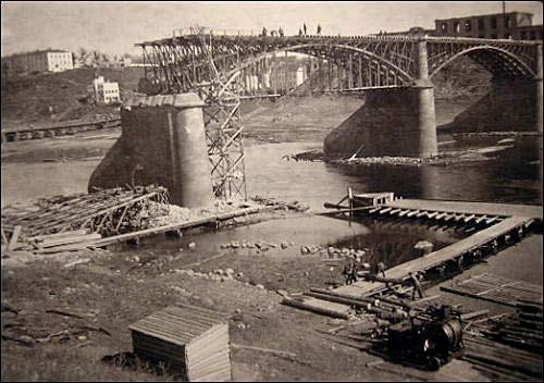 - Горад на фотаздымках часоў 2-ой сусветнай вайны . Зруйнаваны мост у Віцебску. 1941 г.