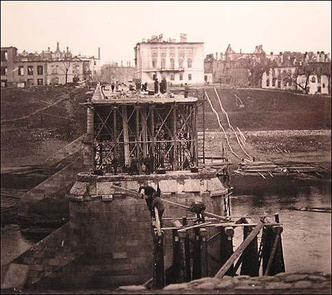 - Горад на фотаздымках часоў 2-ой сусветнай вайны . Зруйнаваны мост у Віцебску. Верасень 1941 г.