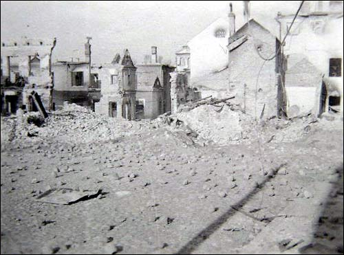 - Горад на фотаздымках часоў 2-ой сусветнай вайны . Зруйнаваны Віцебск. Здымак 1941-43 гг.