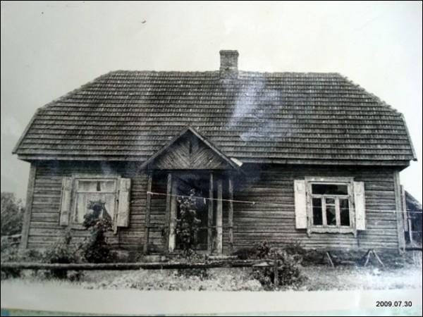 - Местечко на старых фотографиях . Дом по нынешней улице Буднику(1940гг)