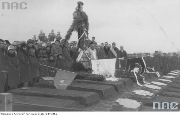 - Местечко на старых фотографиях . Похороны польских солдат на Мейшагольском кладбище в 1920 году