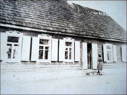 - Местечко на старых фотографиях . Дом по ул.Кемелю(Кемельской)№1/2 1940гг