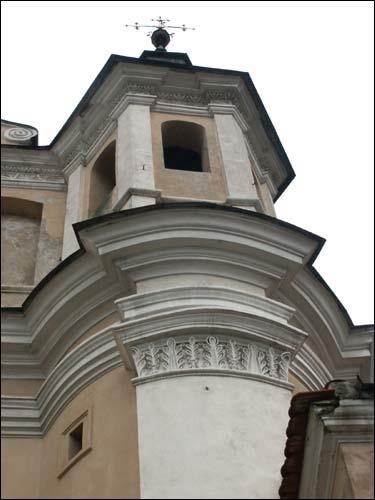 - Касцёл Святога Міхала Арханёла і кляштар бэрнардынак. Галоўны фасад. Фрагмент